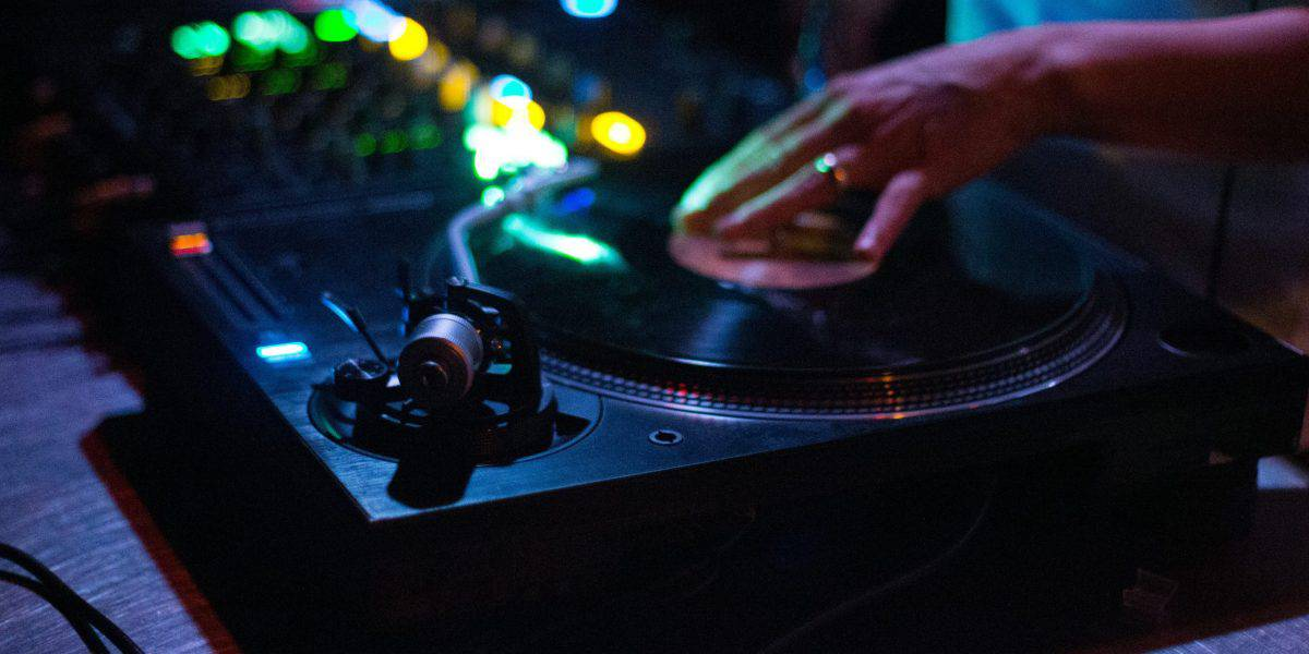 person playing dj controller 1540319 1 scaled e1587982583450