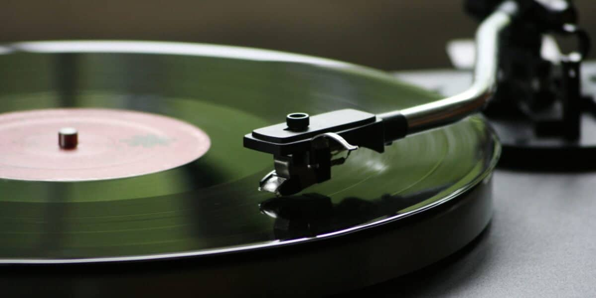 Turntable playing Live scaled e1599595677826